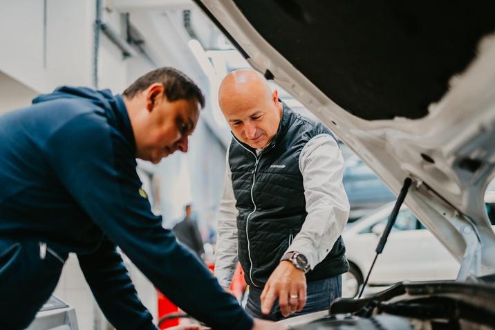 SERVIS VW AUDI SEAT SKODA PORSCHE